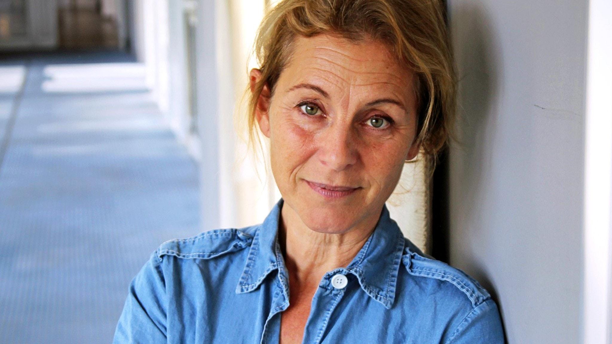 Närbild på Helene Sjöholm.
