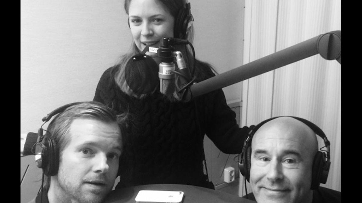 Henrik Johnsson, Alexandra Dahlström och Mark Levengood. Foto: SR.