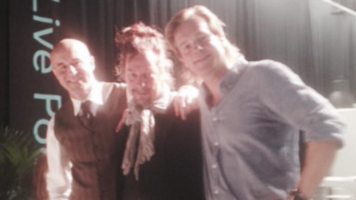 Tre hyfsat upplysta män är så skarpa de kan. Foto: SR.