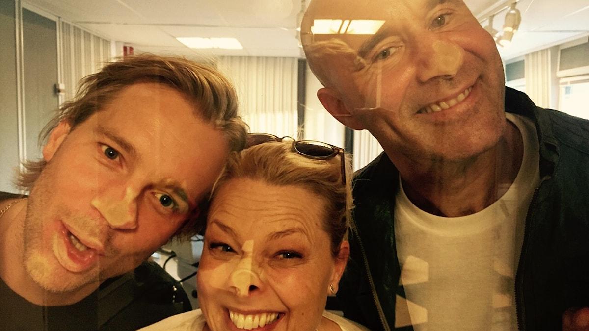 Henrik Johnsson, Helena Bergström och Mark Levengood. Foto: SR.