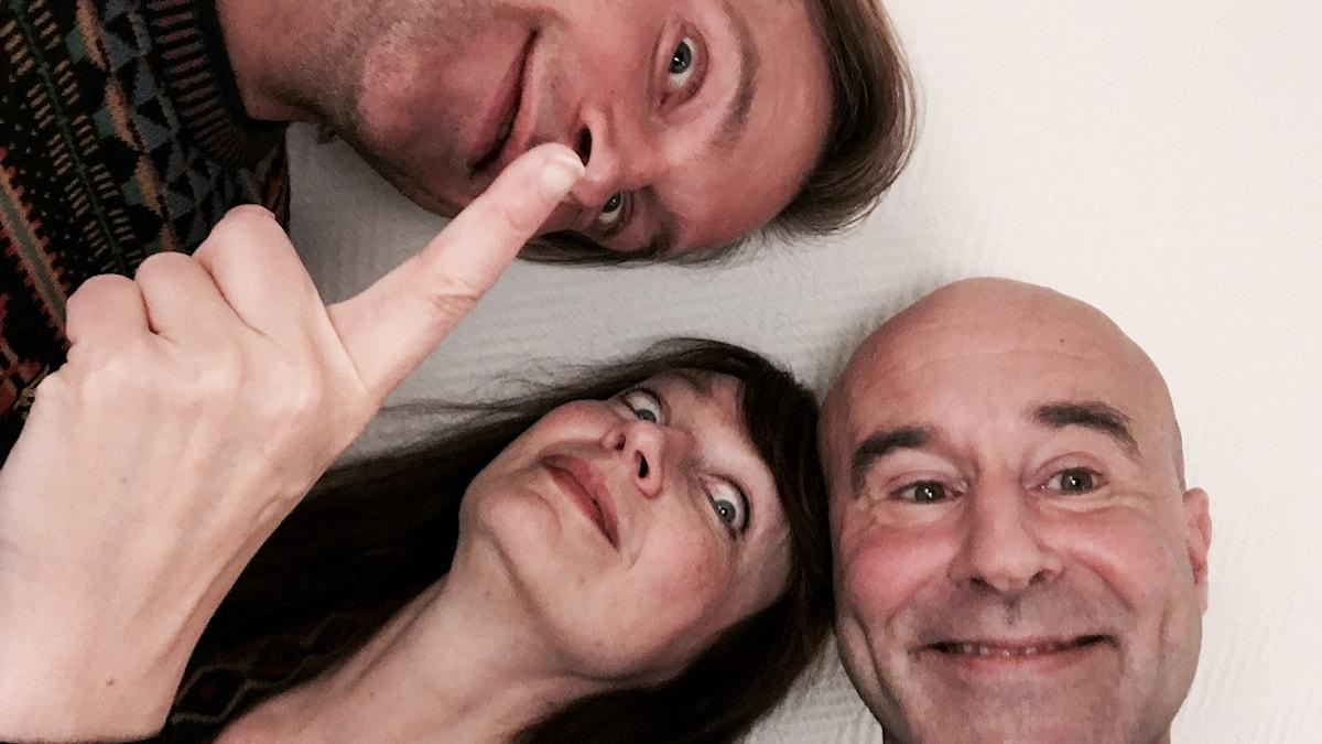 Henrik Johnsson, Inger Edelfeldt och Mark Levengood. Foto: SR.