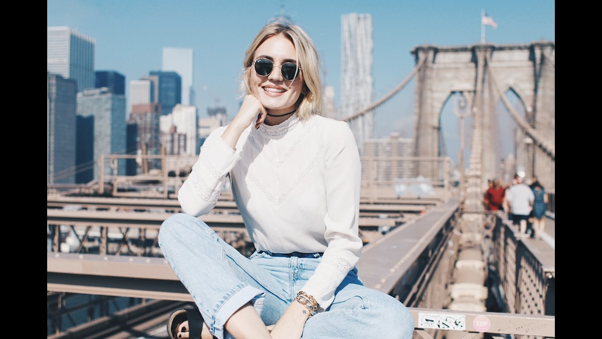 Josefin Dahlberg på Brooklyn bridge. Foto: Privat