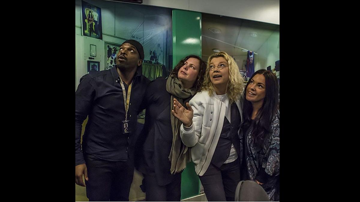 Kodjo, Hanna, Elisabeth Ohlson Wallin och Martina ser in i ljuset. Foto: Paulo Saka/SR