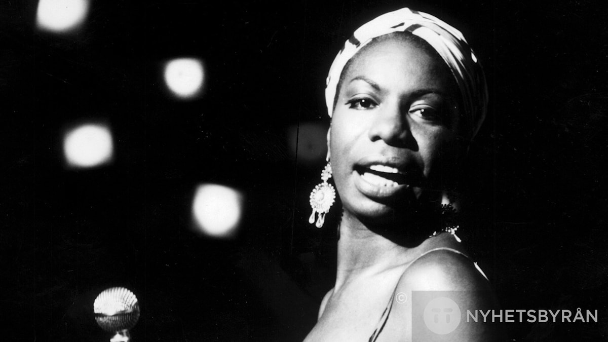 "Nina Simone tolkar ""Here comes the sun"" i dagens program."