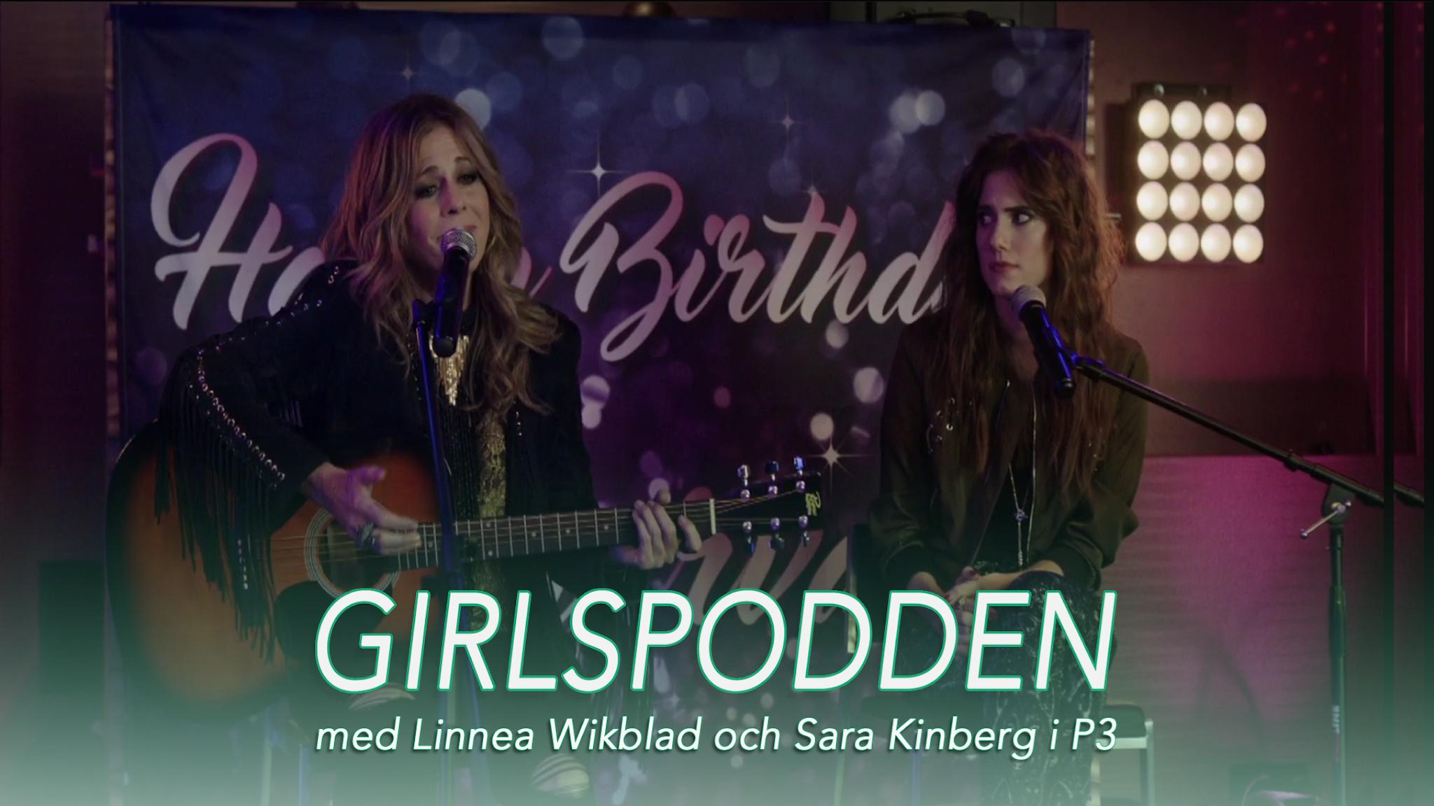 Marnie och hennes mamma sitte rpå scen och sjunger. Text: Girlspodden med Linnea Wikblad och Sara Kinberg i P3