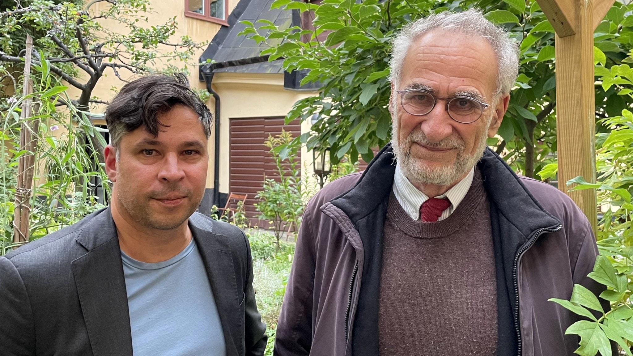Johan Hirschfeldt och Martin Wicklin står i en trädgård