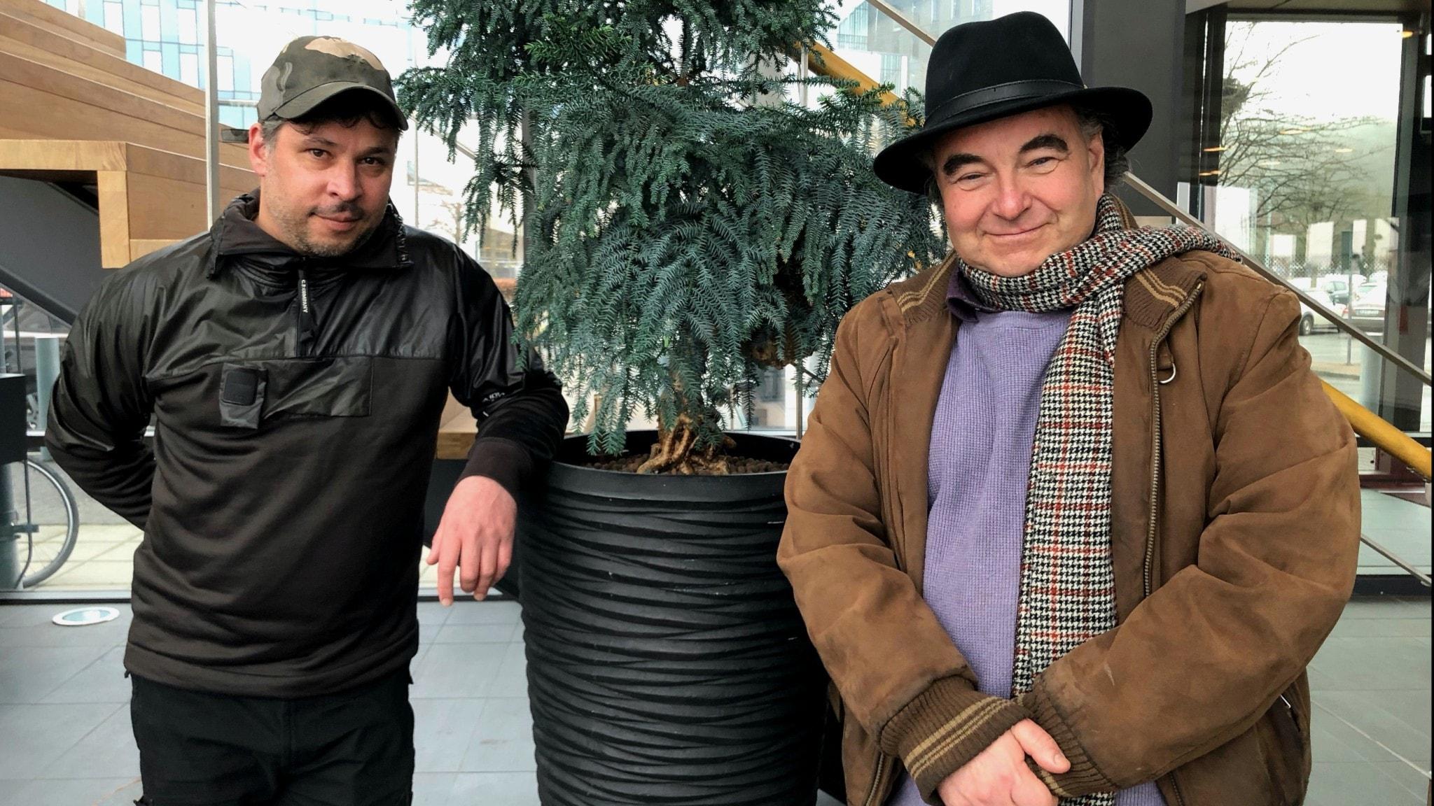 Martin Wicklin och Bo Rothstein står bredvid varandra med lite avstånd