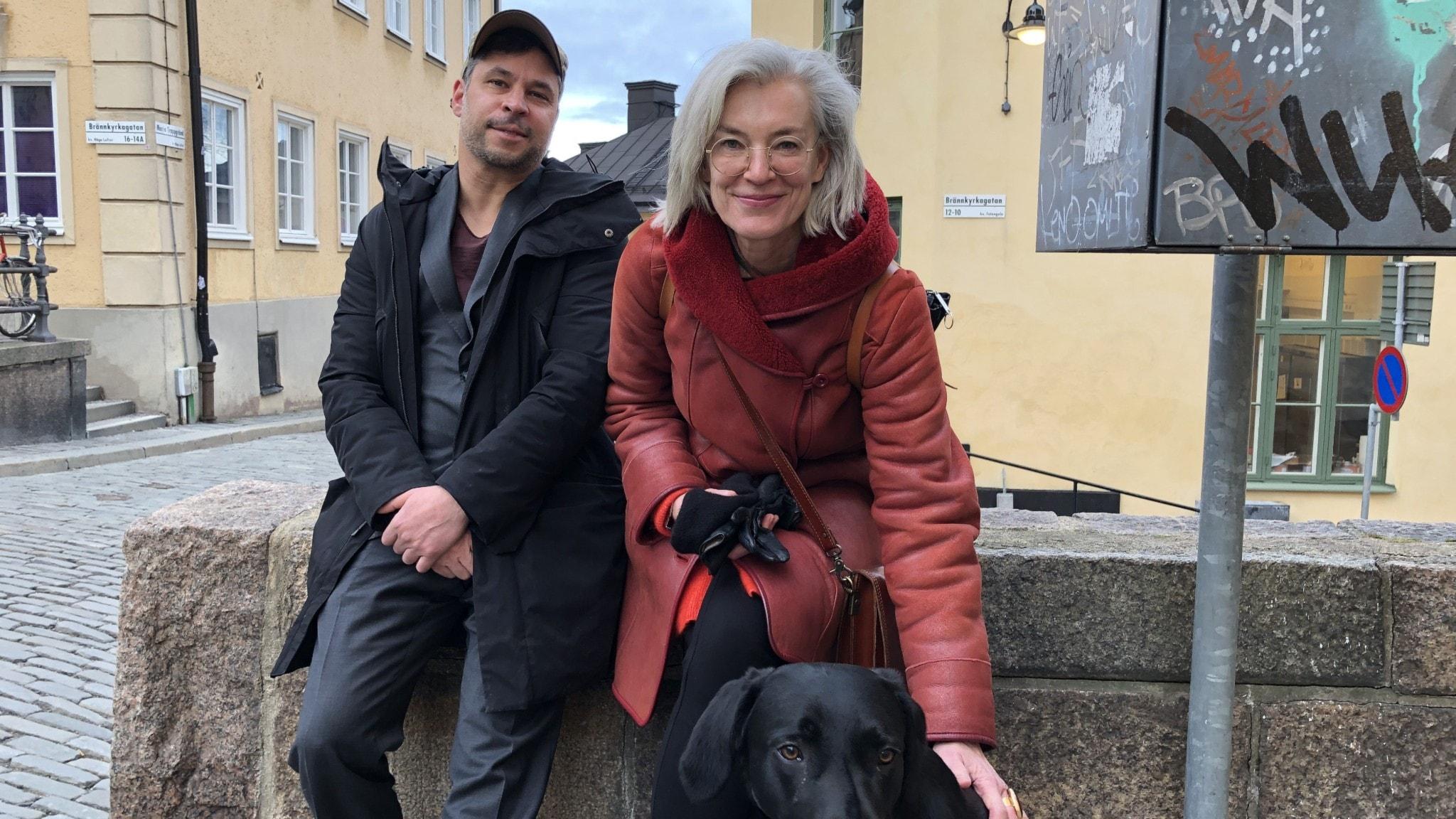 Tiina Rosenberg och Martin Wicklin med sin hund