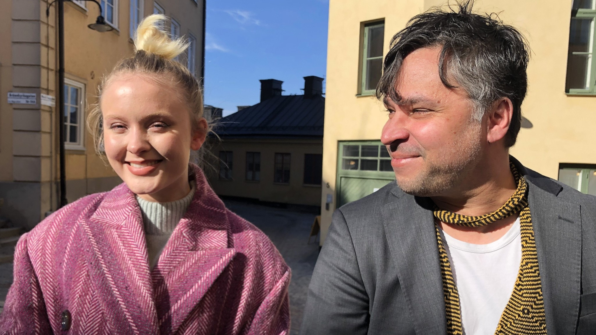 Zara Larsson och Martin Wicklin sitter bredvid varandra