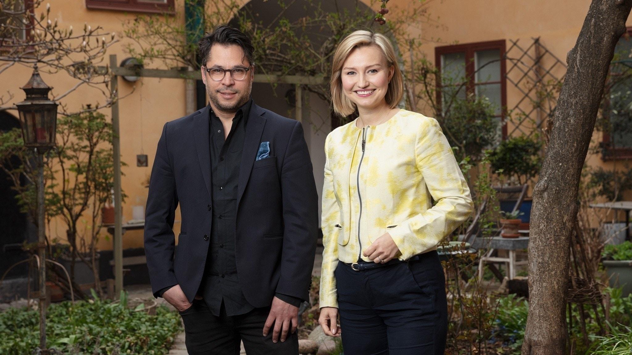 Martin Wicklin, programledare Söndagsintervjun i P1, bredvid Ebba Busch Thor, partiledare Kristdemokraterna