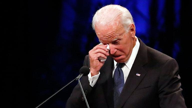gråtande fd vice president Joe Biden