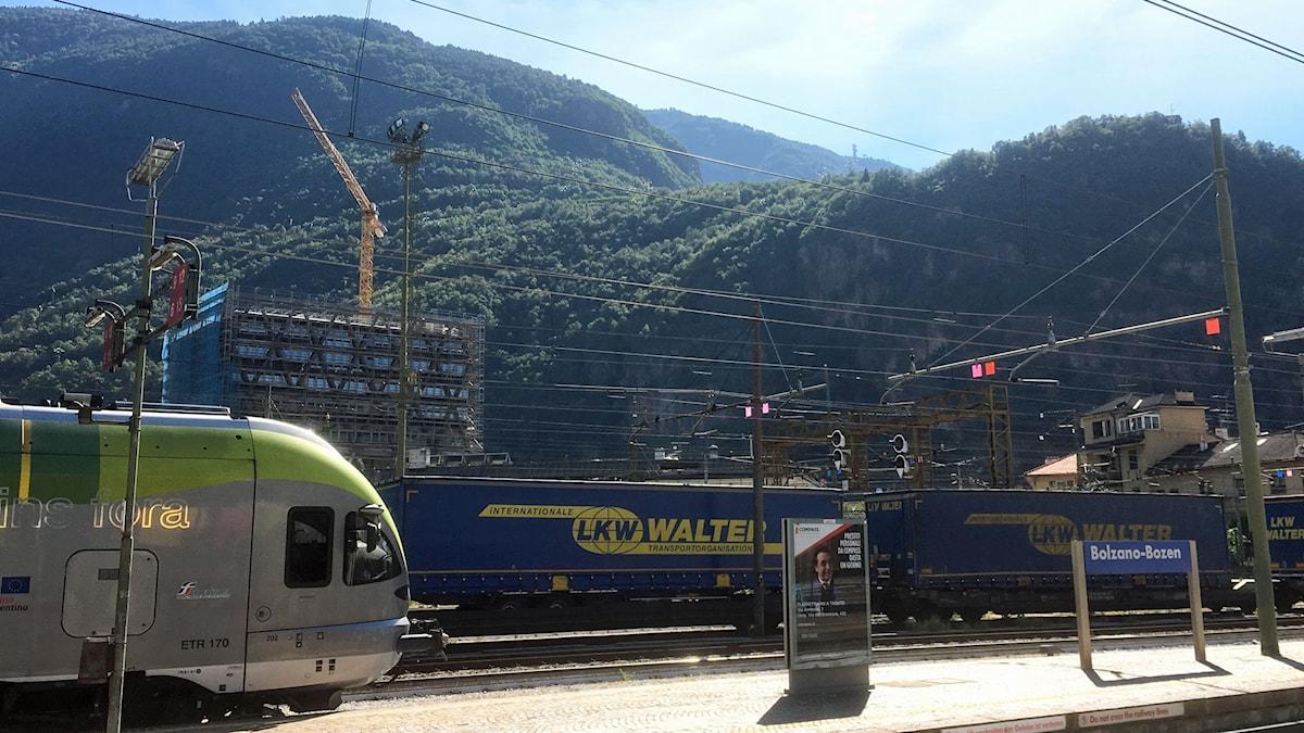 Tågstationen i Bolzano i norra Italien.
