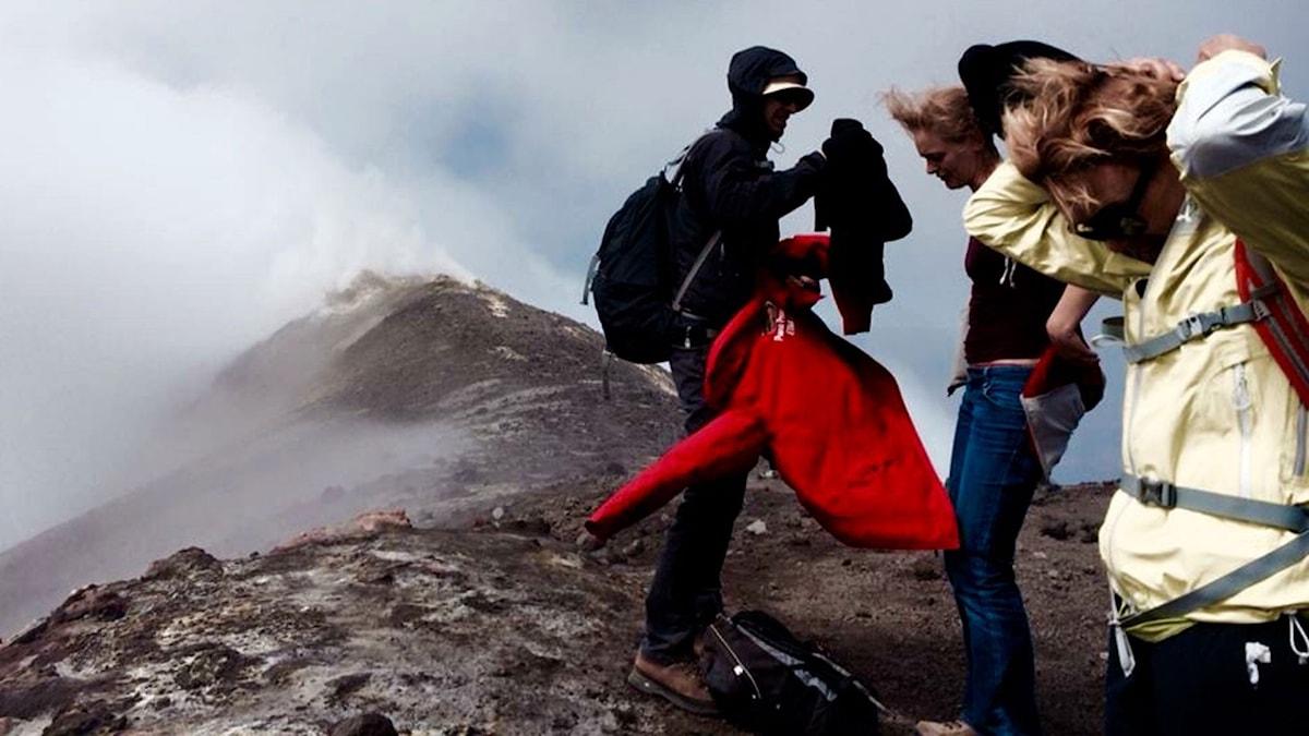 En vulkanvandring på Etna på Sicilien