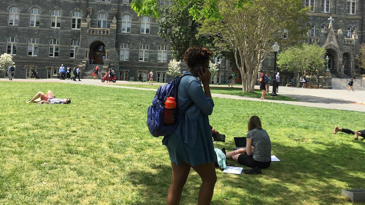 År 1838 sålde Georgetown University 272 namngivna svarta slavar till sydstaternas bomullsfält för motsvarande 30 miljoner kr. Nu kräver studenterna på campus upprättelse för ca 15 000 slavsläktingar.