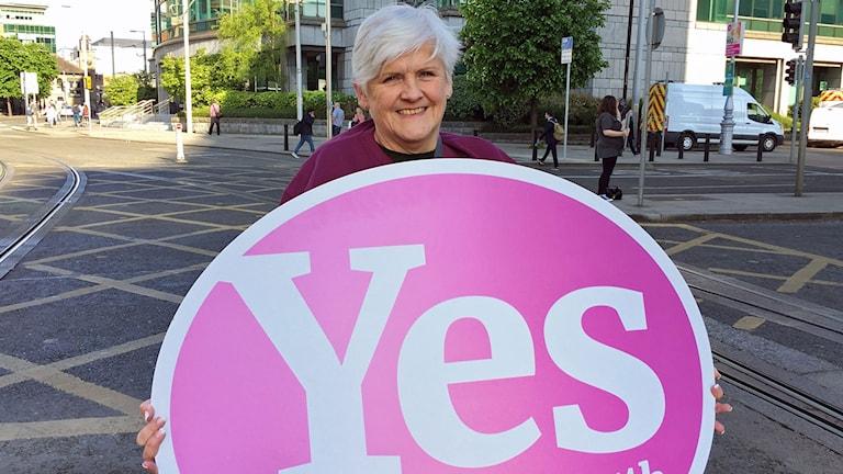 Brenda kampanjade för Ja-sidan i den Irländska folkomröstningen om abort. Hon sa, precis som många andra äldre på både ja- och nej-sidan, att hon gjorde det för kommande generationers skull.