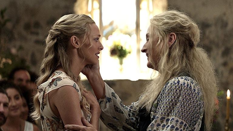 Amanda Seyfried och Meryl Streep i Mamma Mia! Here we go again. Foto: UIP.