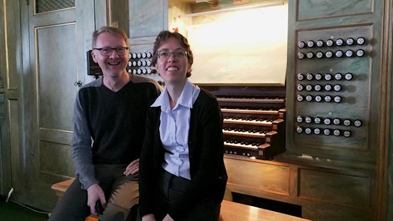 Organisterna Michael Dierks och Isabelle Demers. Foto: Berit Nygren/SR