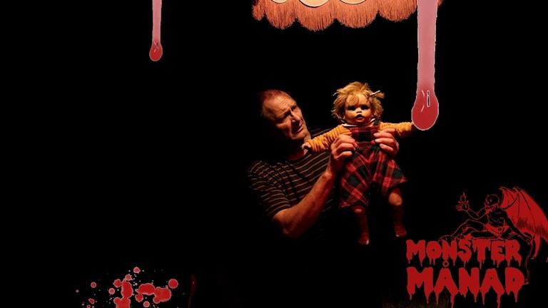 Bertram Heribertson som Lasse med dockan i Doll Conspiracy, Norrbottensteatern.