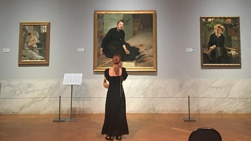 Huvudsalen på Waldemarsudde med Hanna Paulis porträtt av Venny Soldan i mitten.