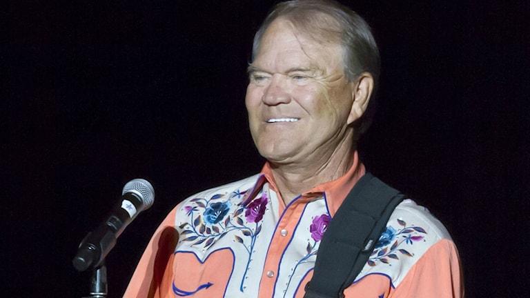 """En av Glen Campbells stora hits var """"Rhinestone Cowboy"""". Foto: Danny Johnston/ TT"""