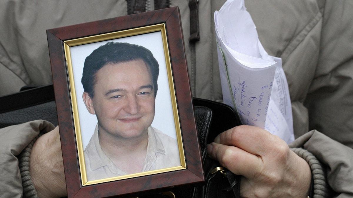 Ett porträtt av advokaten Sergej Magnitskij.