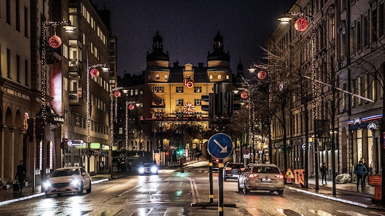 LO-borgen på Norra Bantorget i kvällsljus.
