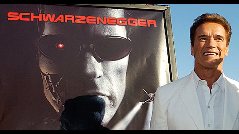 Arnold Schwarzenegger donerar pengar efter Charlottesville.