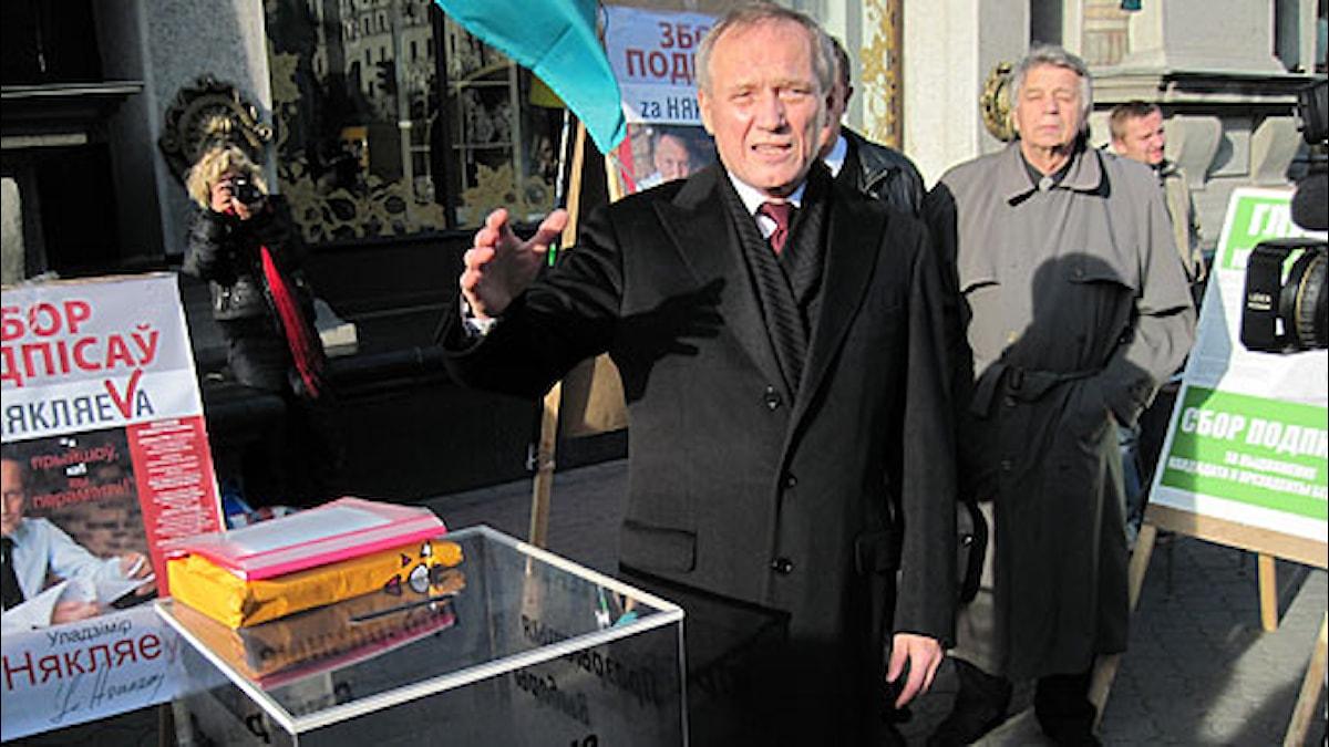 Vladimir Nekljajev före valet i Vitryssland i december förra året. Foto: Fredrik Wadström / Sveriges Radio