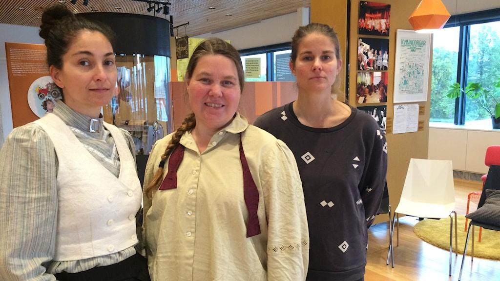 Meliz Karlge, Lotti Törnros och Malin Hellqvist Sellén står brevid varandra