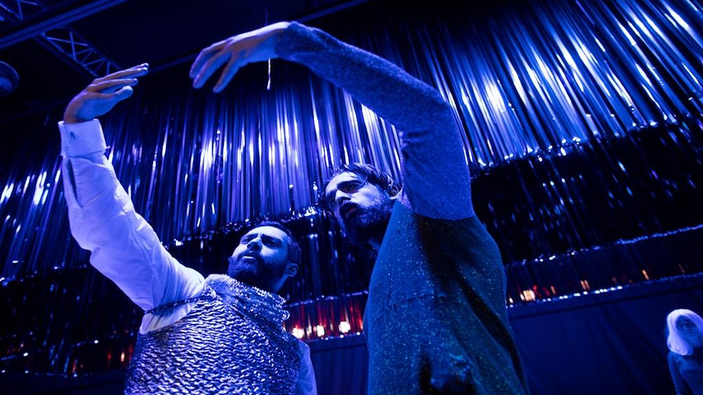 Ardalan Esmaili och Kardo Razzazi gör Att-vara-monologen till en duolog