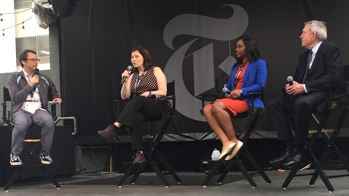 New York Times-kolumnisten Jim Rutenberg pratar Trump med PolitiFact-redaktören Angie Drobnic Holan, Washington Posts Abby D Phillip och tv-legendaren Dan Rather på SXSW-festivalen i Austin. Foto: Roger Wilson/SR