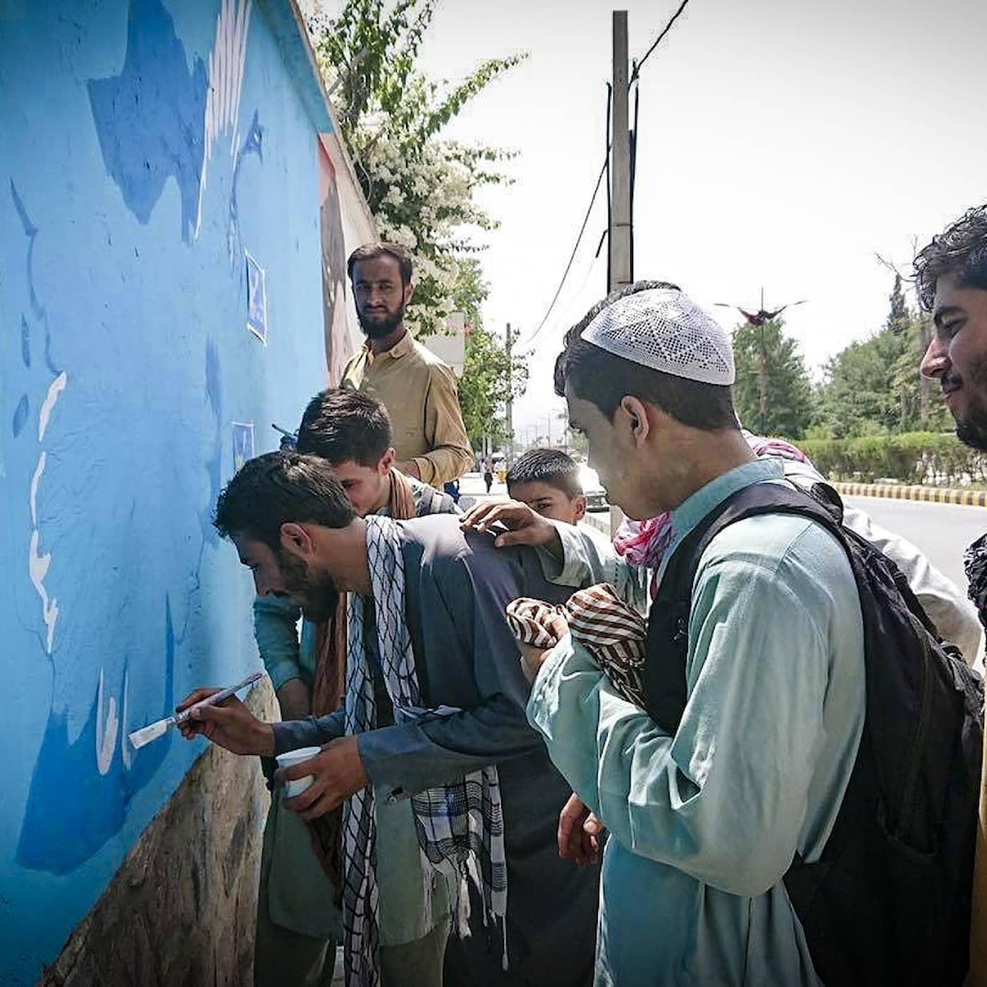 Det afghanska gatukonstkollektivet Art lords vill skapa medvetenhet om talibanernas attacker
