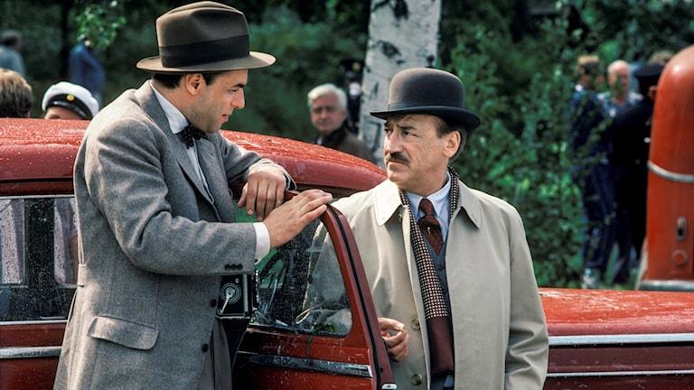 Örjan Ramberg som Harry Friberg och Stig Grybe i dramaserien I dag röd av Stieg Trenter, som sändes första gången 1987.