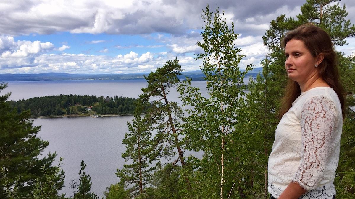 Maria Holtane-Berge är en av de som slåss mot planen på en minnesplats på Utøyakajen.