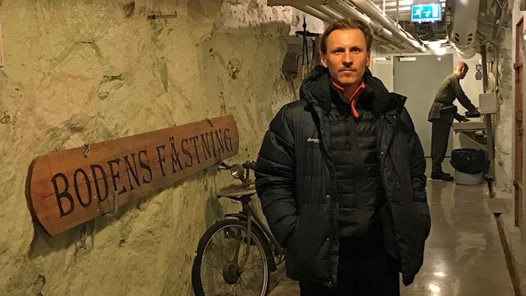 Karl Sjölund, konstnär, i Rödbergsfortet, Luleåbiennalen.