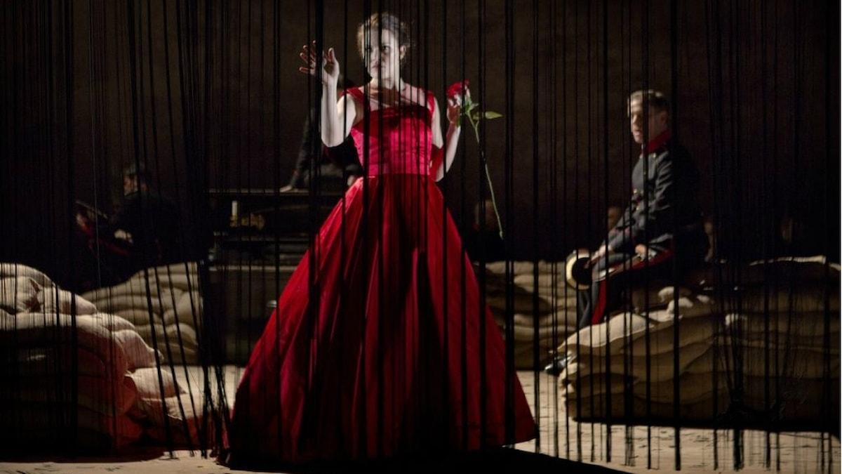 Mari Lerberg Fossum som Clara och Patrik Magnusson som hennes älskare Giorgio.