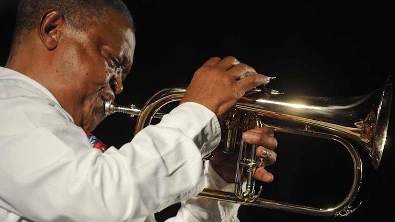 Hugh Masekela. Foto: REMY GABALDA/AFP