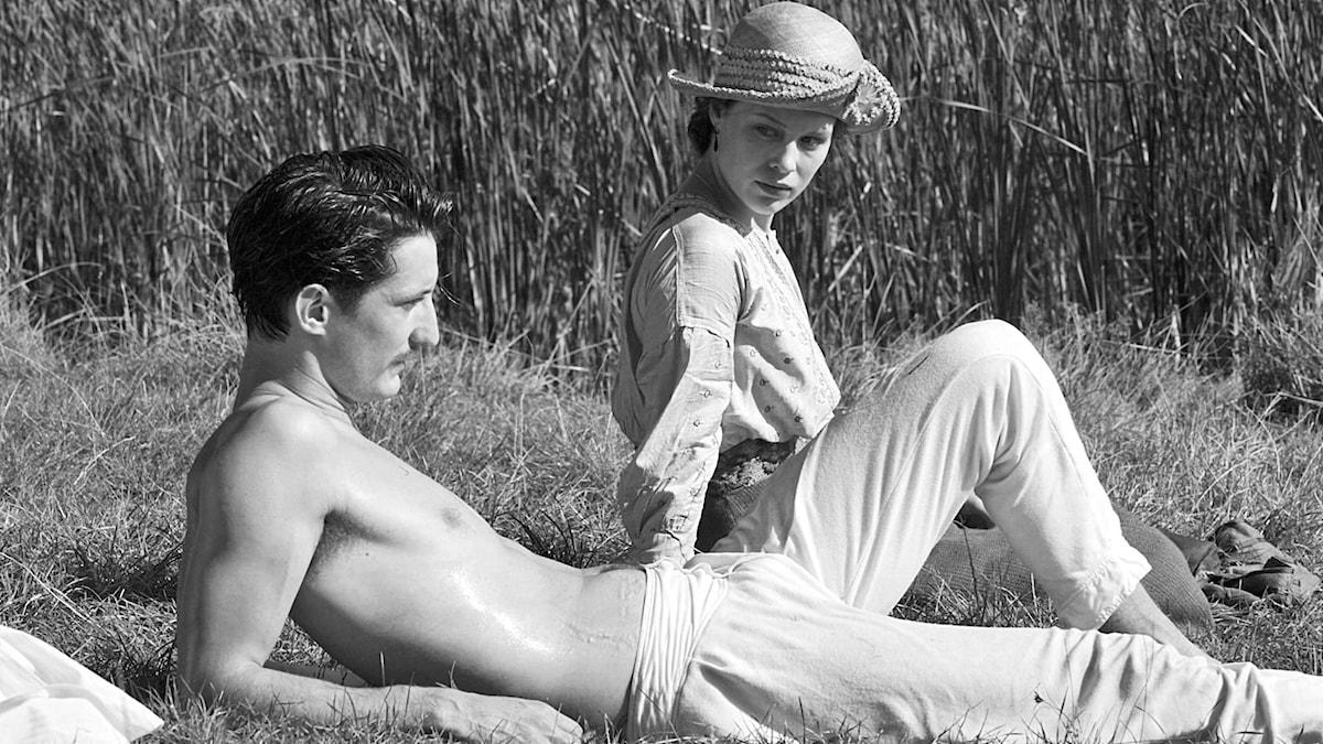 Pierre Niney och Paula Beer i Francois Ozons nya film Frantz som visas på Stockholms filmfestival.