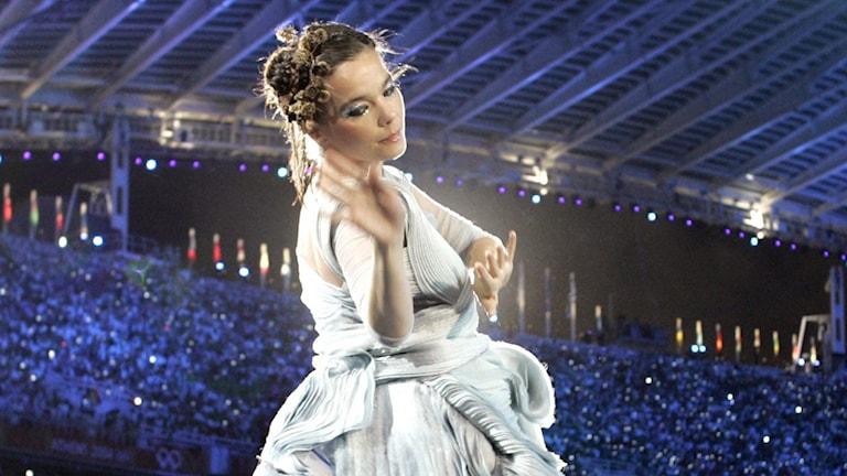 Björk på scen. Foto: Mark Baker/AP/TT