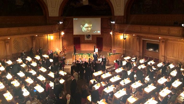 Edward Snowden är med på videolänk i riksdagen. Foto: Mattias Berg/SR