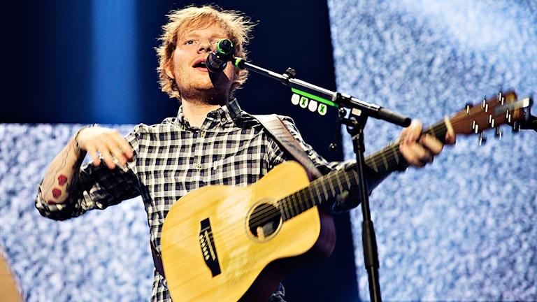 Ed Sheeran spelas extremt mycket i musiktjänsten Spotify. Foto: AP/TT