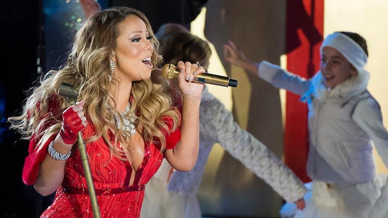 """Mariah Carey har fått en del röstkritik för framförandet av """"All I Want is Christmas"""" vid Rockefeller Center, NY, i år. Foto: AP/TT"""