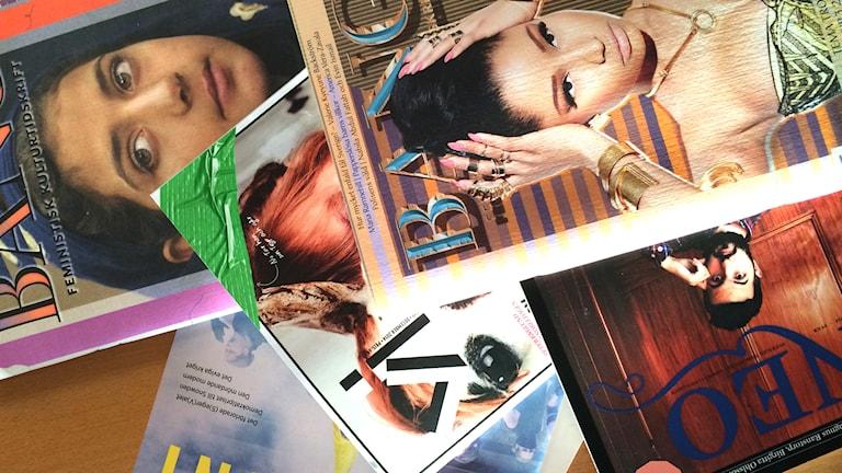 Svenska kulturtidskrifter på Kulturnytts redaktion. Foto: Rebecka Ljung/Sveriges Radio