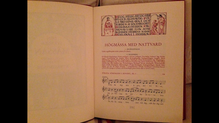 Uppslag i den nuvarande kyrkohandboken från 1986 som nu ska ersättas. Foto: Berit Nygren/SR