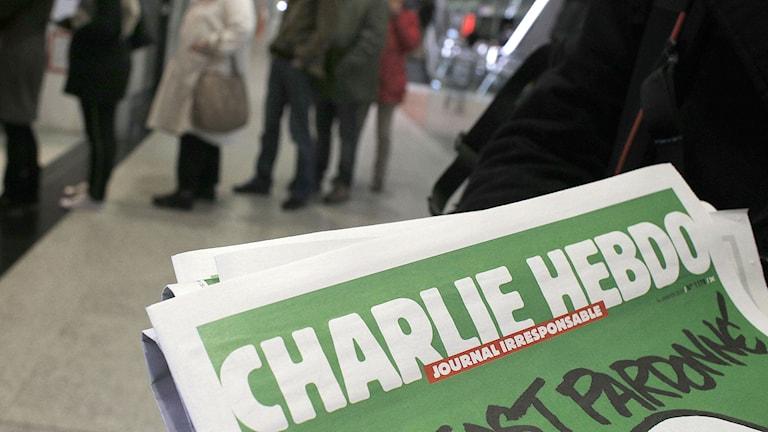 Nya numret av Charlie Hebdo till försäljning. Foto: AP Photo/Christophe Ena/AP