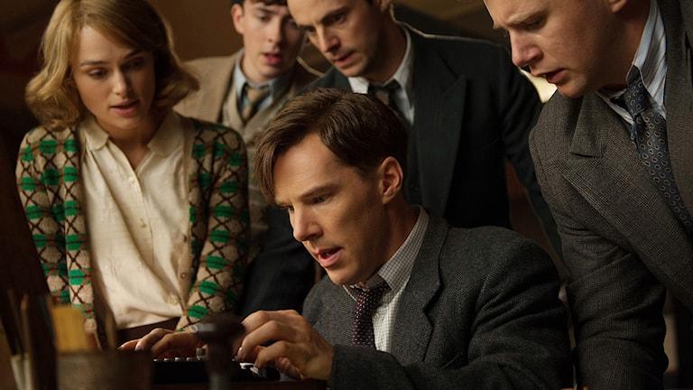 "Keira Knightley, Matthew Beard, Matthew Goode, Allen Leech och Benedict Cumberbatch i ""The Imitation Game"". Foto: AP Photo/The Weinstein Company, Jack English) / TT"