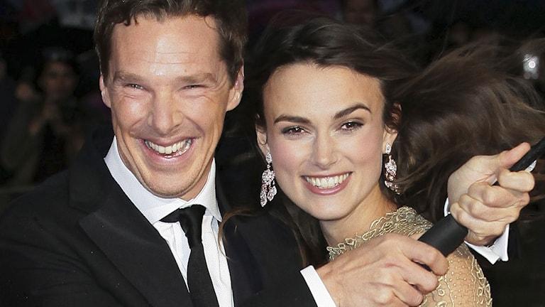 """Benedict Cumberbatch och Keira Knightley spelar i """"The Imitation Game"""". Foto: Grant Pollard/Invision/AP/TT"""