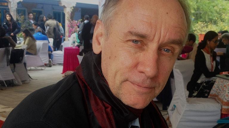 Författaren Håkan Nesser på litteraturfestivalen i Jaipur i Indien. Foto: Roger Wilson/SR