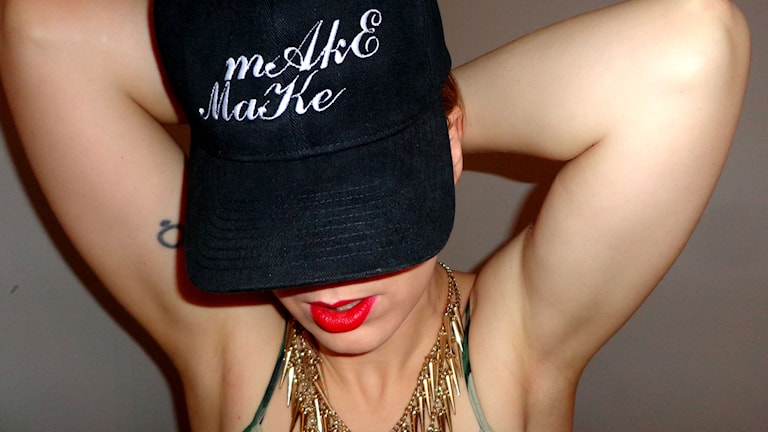 MakeMake är den föredetta indiepoparen som börjat rappa om sin erfarenhet av att leva som transperson. Foto: Lill Snelin