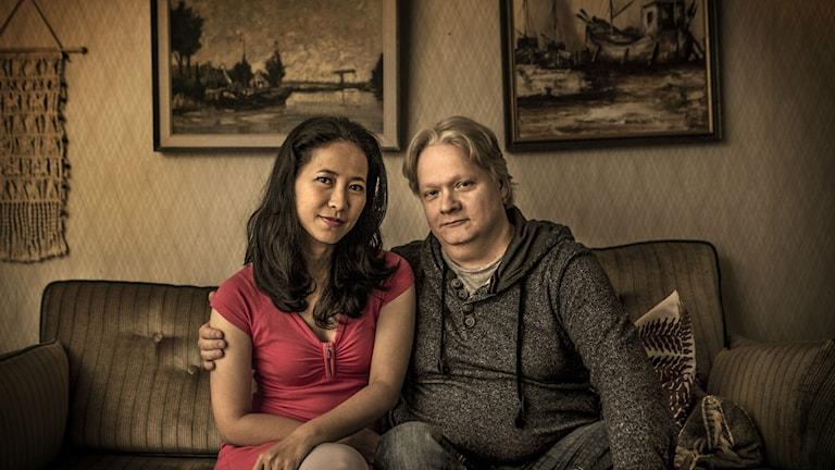 Duangjai Hirinsri (Oh) och Kjell Wilhelmsen (Glenn). Foto: Jan Danielsson/SVT
